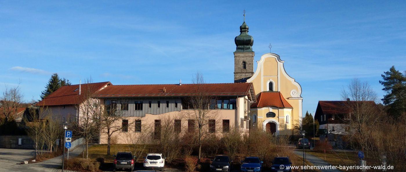 patersdorf-ausflugsziele-pfarrkirche-rathaus