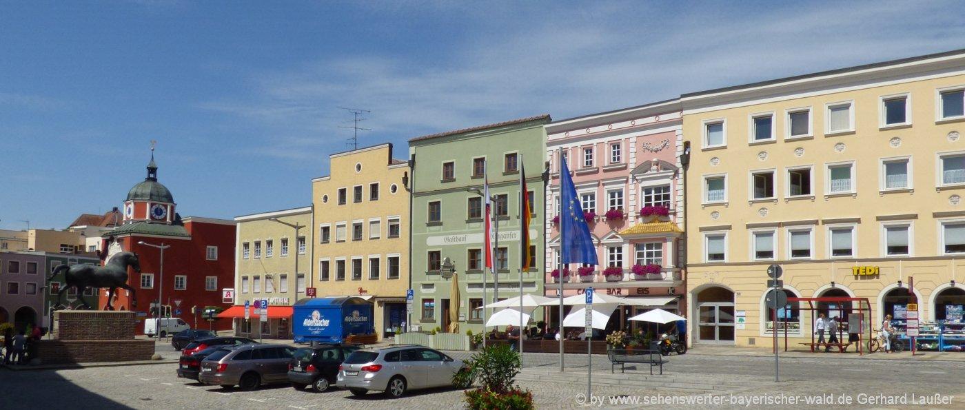 pfarrkirchen-stadtplatz-sehenswürdigkeiten-niederbayern-ausflugsziele rottal