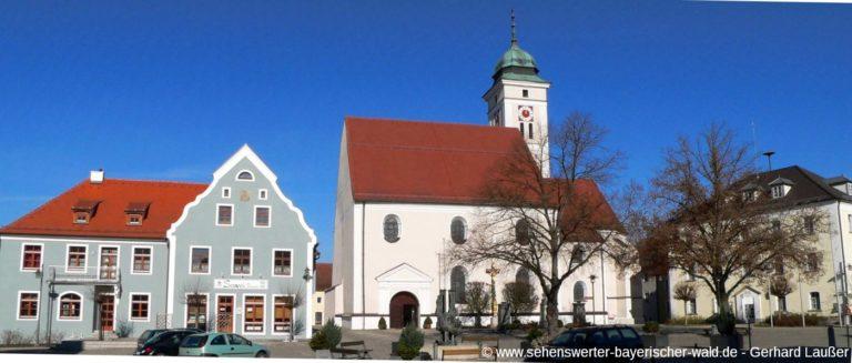 pfreimd-kirche-rathaus-platz-ausflugsziele-panorama-1400