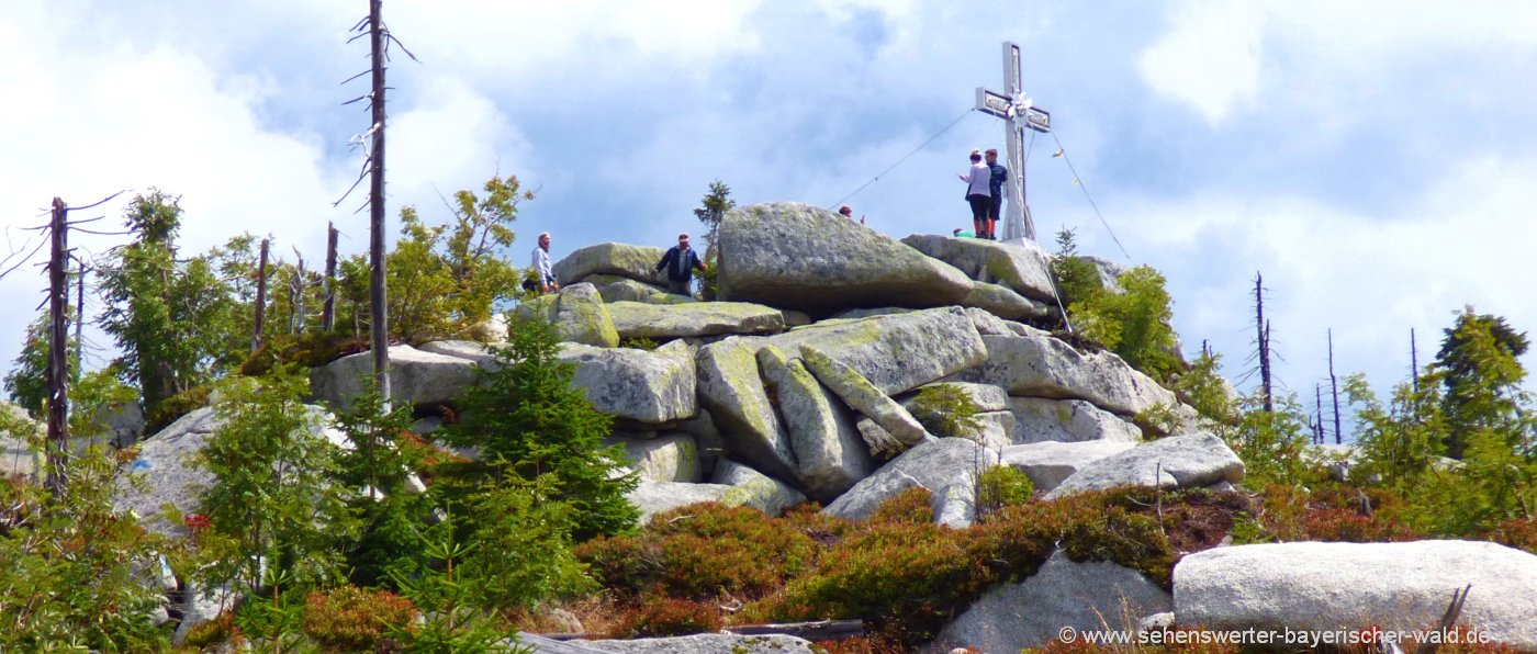 Aufstieg zum Gipfelkreuz vom Plöckenstein in Tschechien