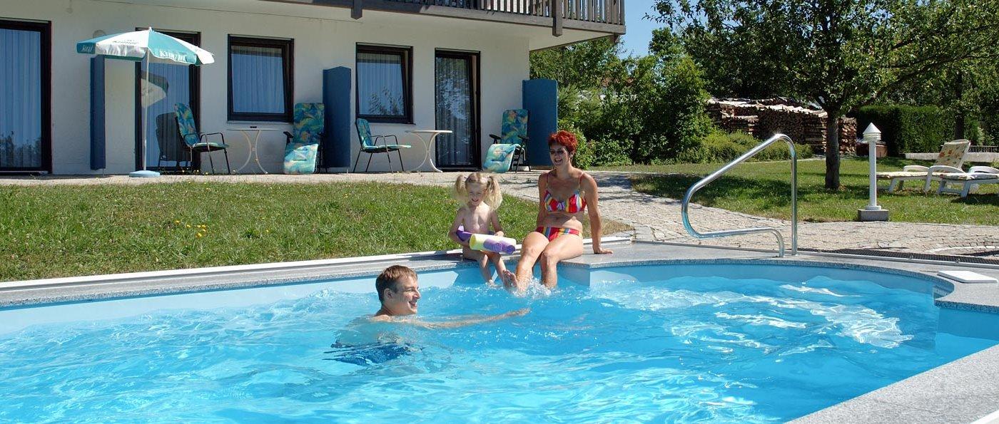 Swimming Pool - Gasthöfe in Neukirchen beim heiligen Blut Übernachten