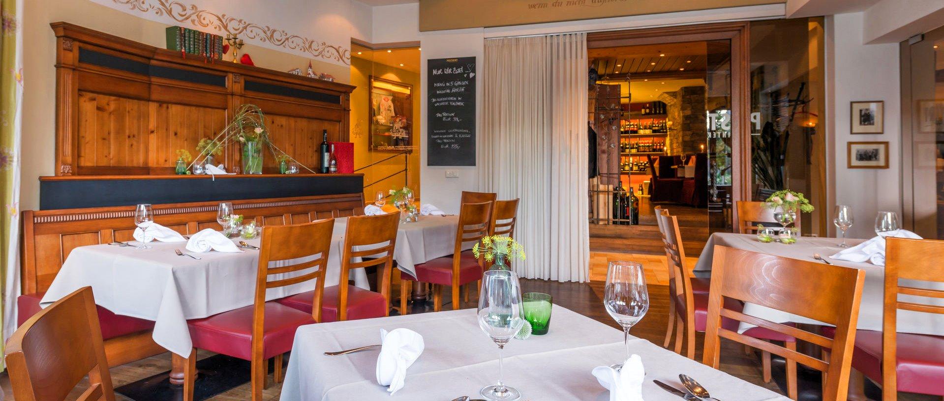 Entspannenden Wellnesstag in Grafenau im Restaurant genussvoll ausklingen lassen kleine Auszeit im Bayerischen Wald