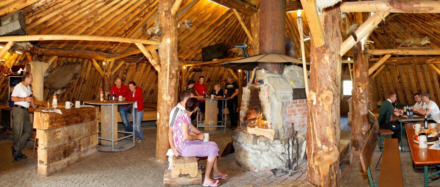 Adventure Camp in Bayern Wilderer Erdhütte im Bayerischen Wald