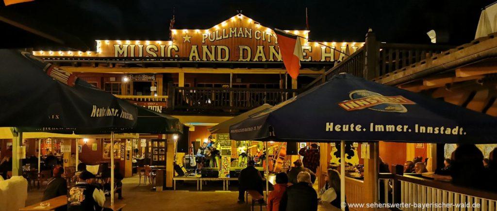 Main Street in Pullman City Saloon in der Westernstadt in Bayern