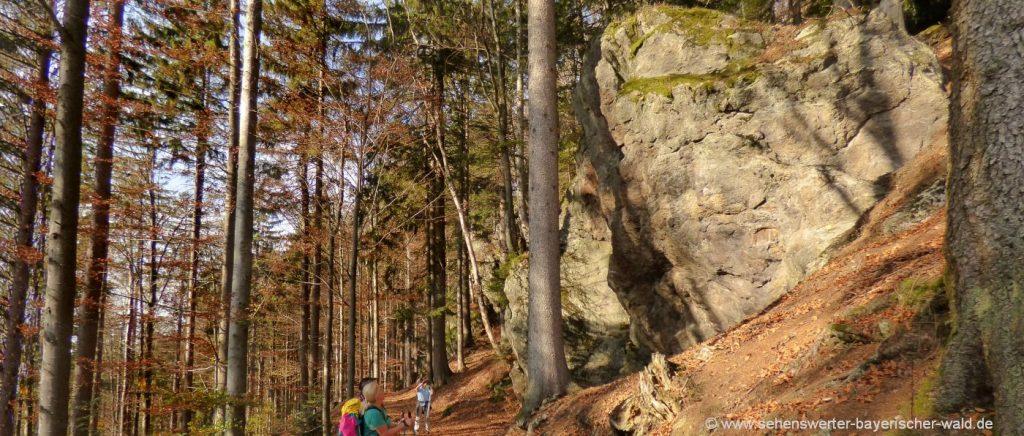 Rundweg um die Felsen herum am Hennenkobel Sehenswerte Felsformationen