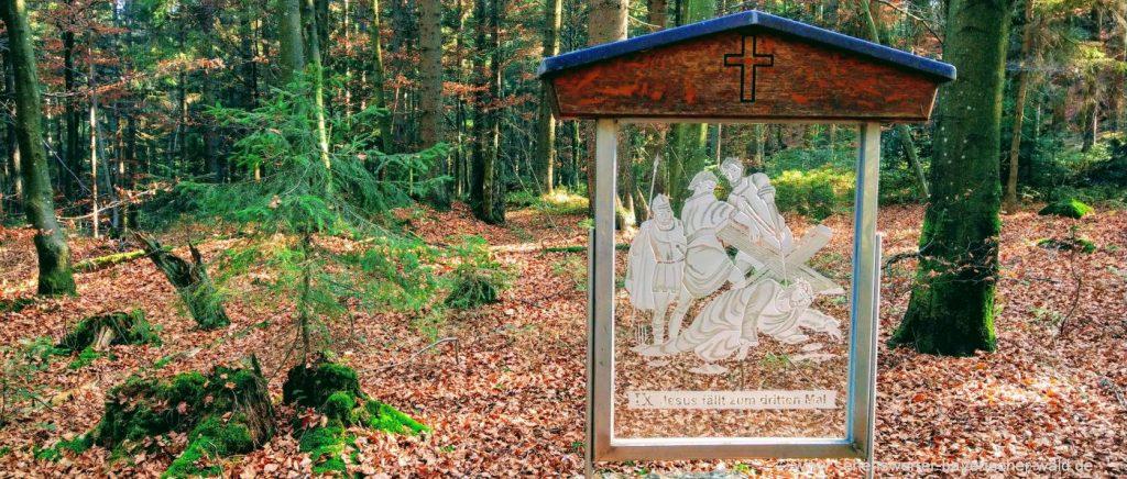 rabenstein-wanderung-gläserner-kreuzweg-hennenkobel-rundweg