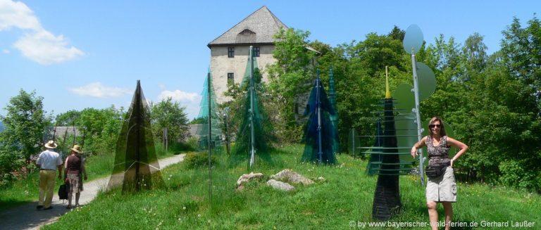 Gläserner Wald bei der Burgruine Weissenstein und Museum Fressendes Haus