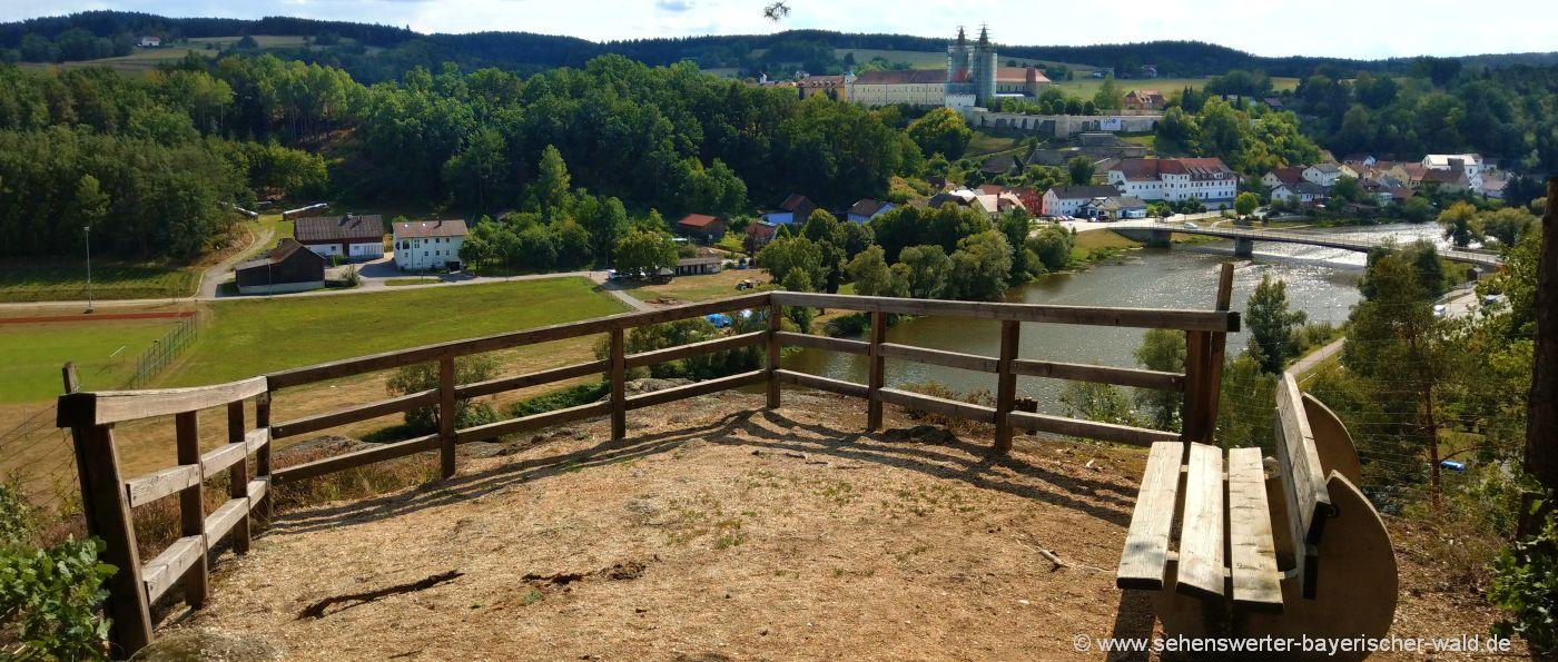 Ausblick auf das Kloster Reichenbach vom Aussichtspunkt Deifelsbuxn aus
