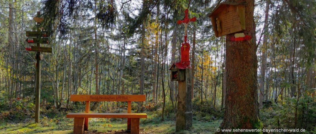 Rotes Kreuz bei Neurittsteig Zwieseleck Wasserscheide Wanderung