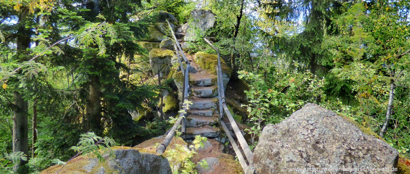 Burg Ruine Rötz Wandern zur steinernen Wand am Schwarzwihrberg