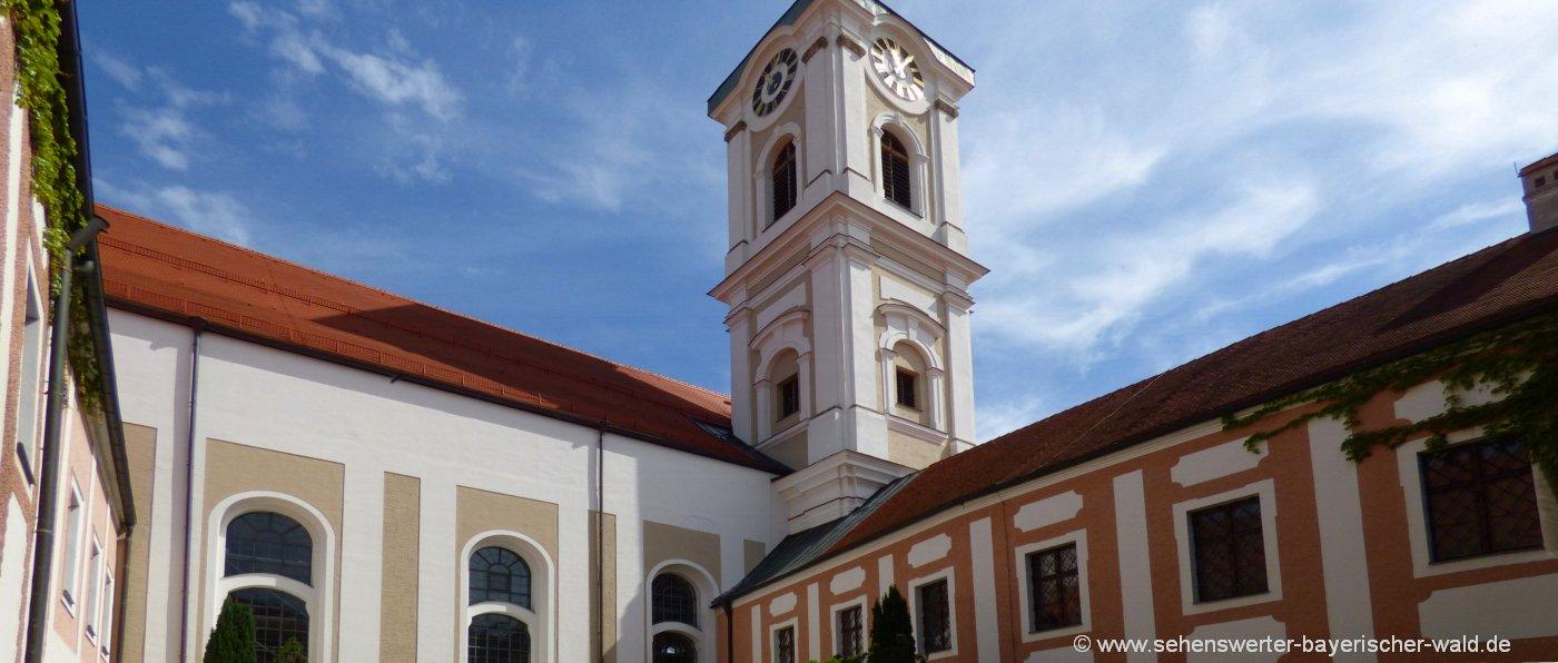 rotthalmünster-kloster-asbach-innenhof-sehenswürdigkeiten-niederbayern