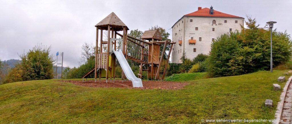 Schloss Saldenburg mit Kinderspielplatz Wanderweg Ritter Tuschl