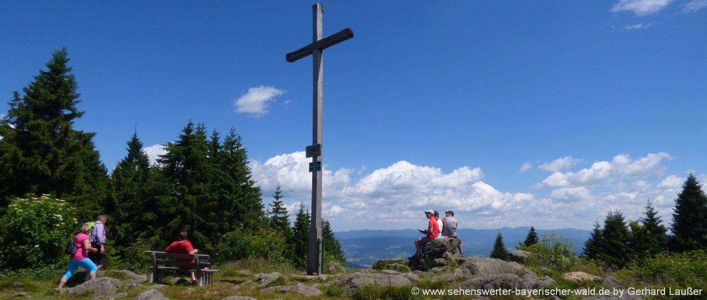sankt-englmar-pröller-wandertour-rundwanderweg-gipfelkreuz