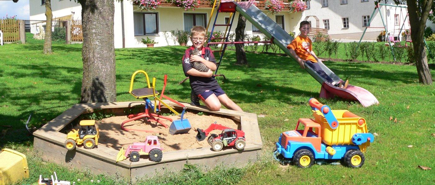 Kinderspielplatz am Bauernhof mit Angelmöglichkeit in Bayern