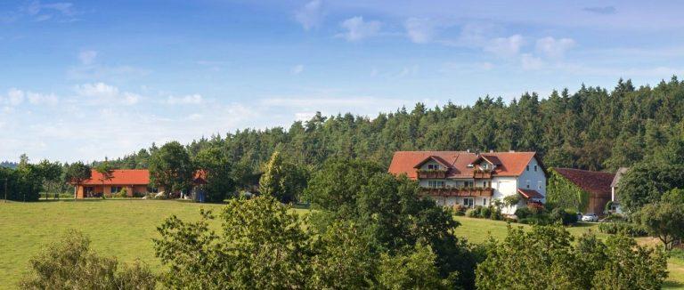 schiegl-kinderbauernhof-brennberg-biobauernhof-oberpfalz-ansicht