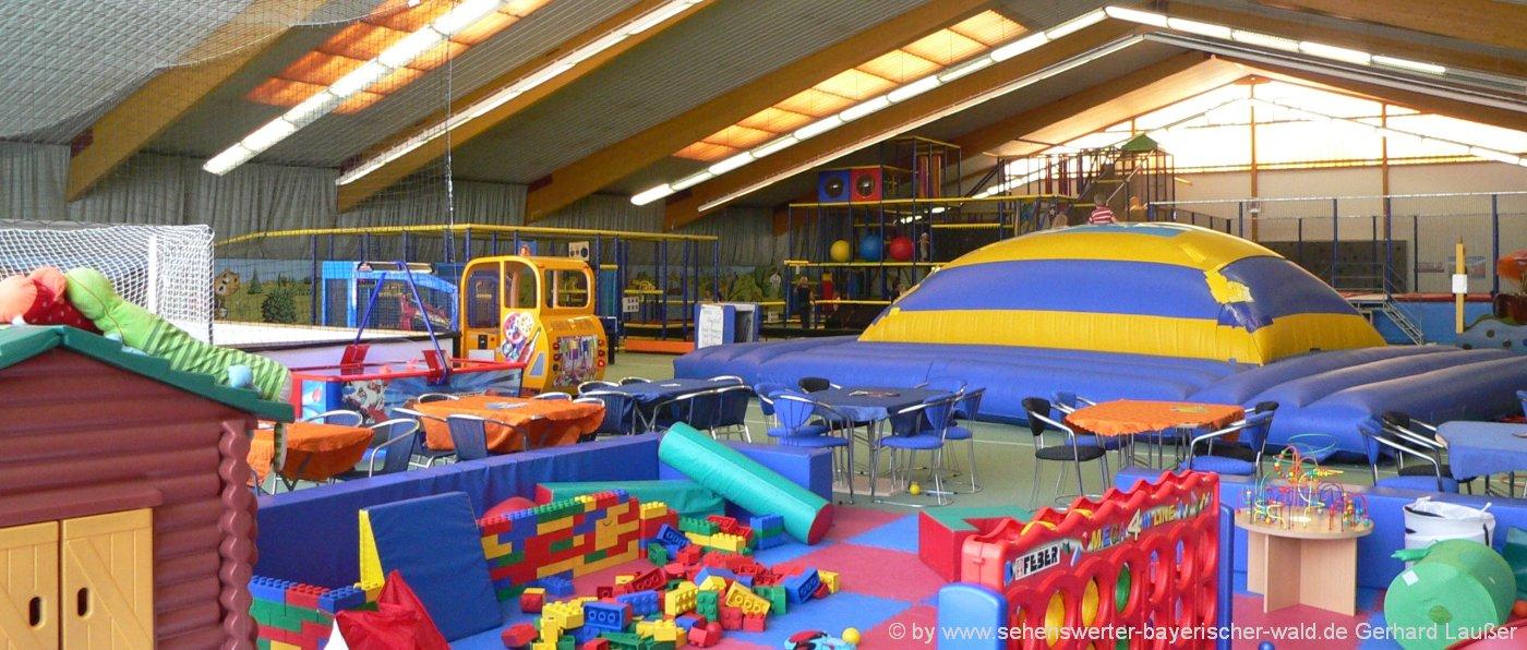 schlechtwettertipps-bayerischer-wald-regenwetterausflugsziele-indoorspielplatz-kinderspielhalle
