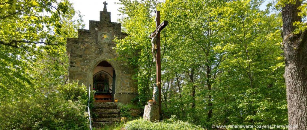 Sehenswürdigkeit bei Schorndorf Kalvarienbergkapelle in Thierling