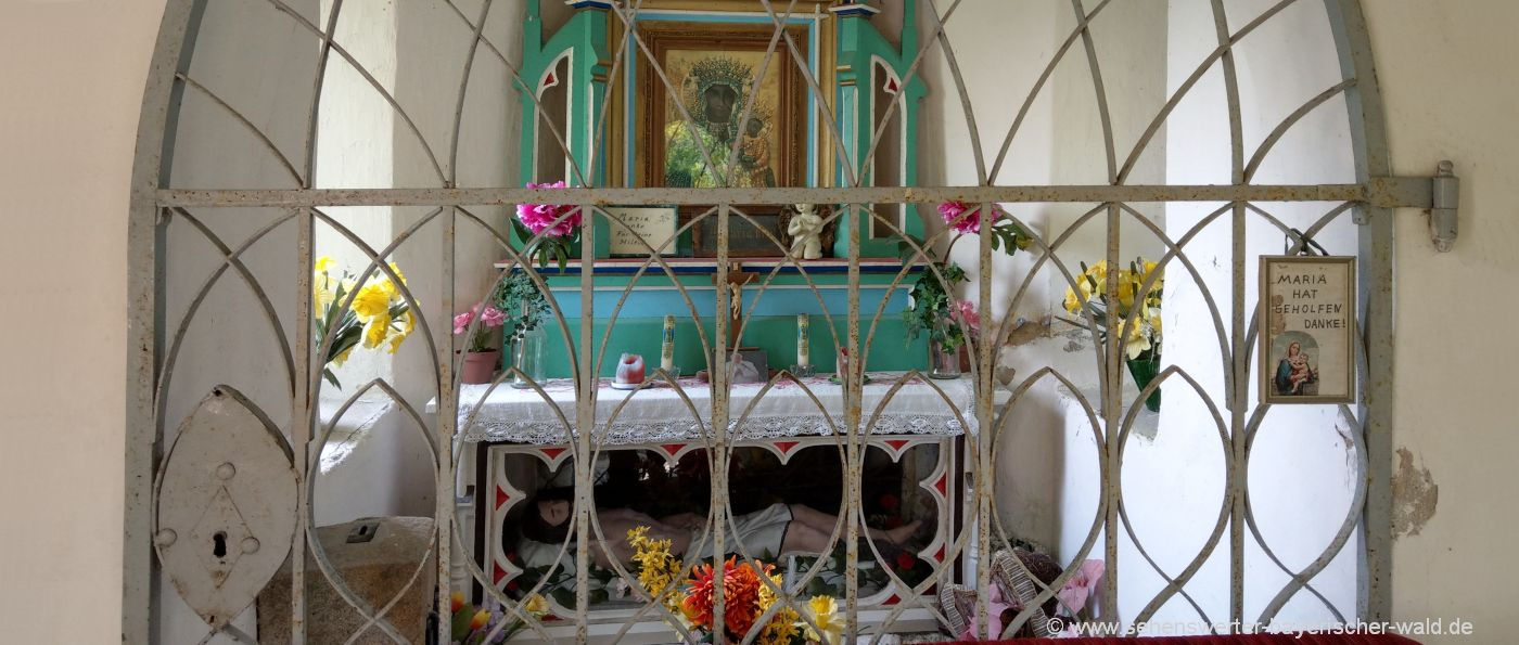 schorndorf-thierling-wanderweg-kapelle-kalvarienberg-altar
