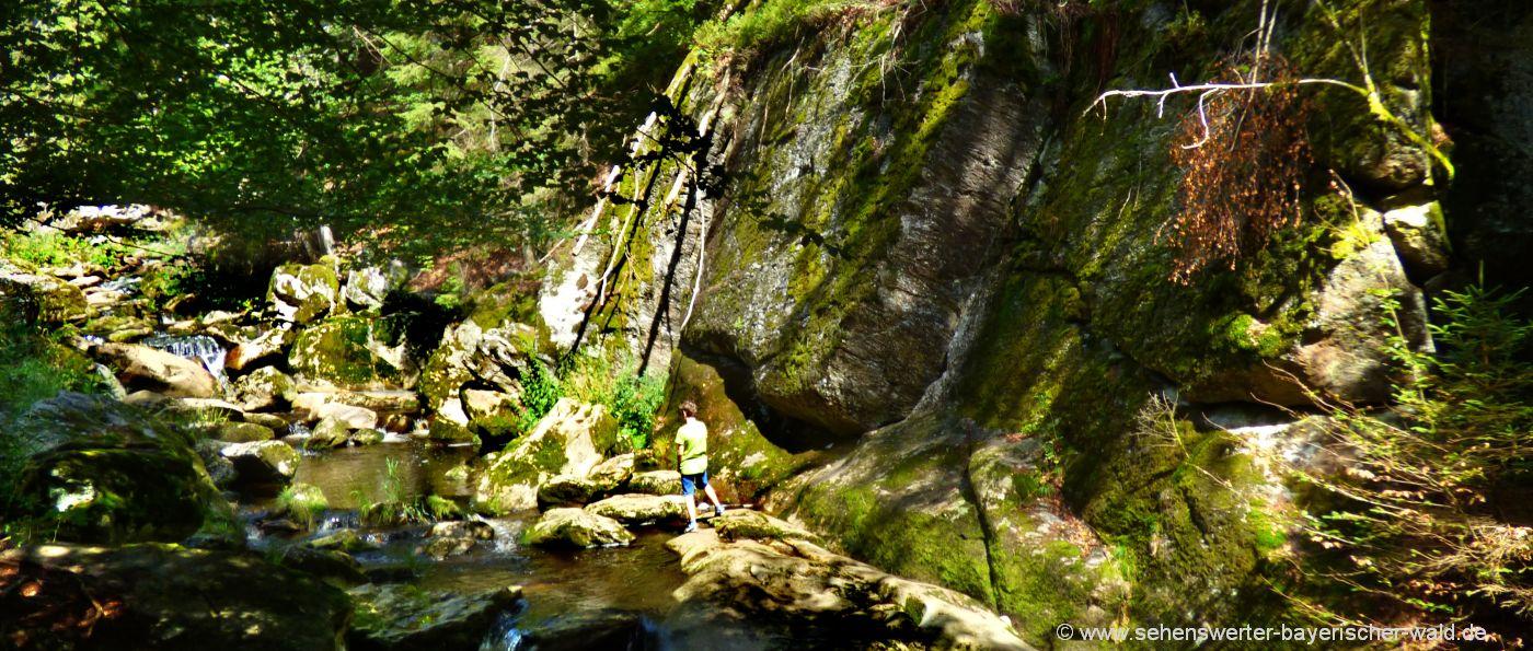 Wildromantische Steinklamm in Spiegelau ideal zum Wandern und Klettern im Bayerwald