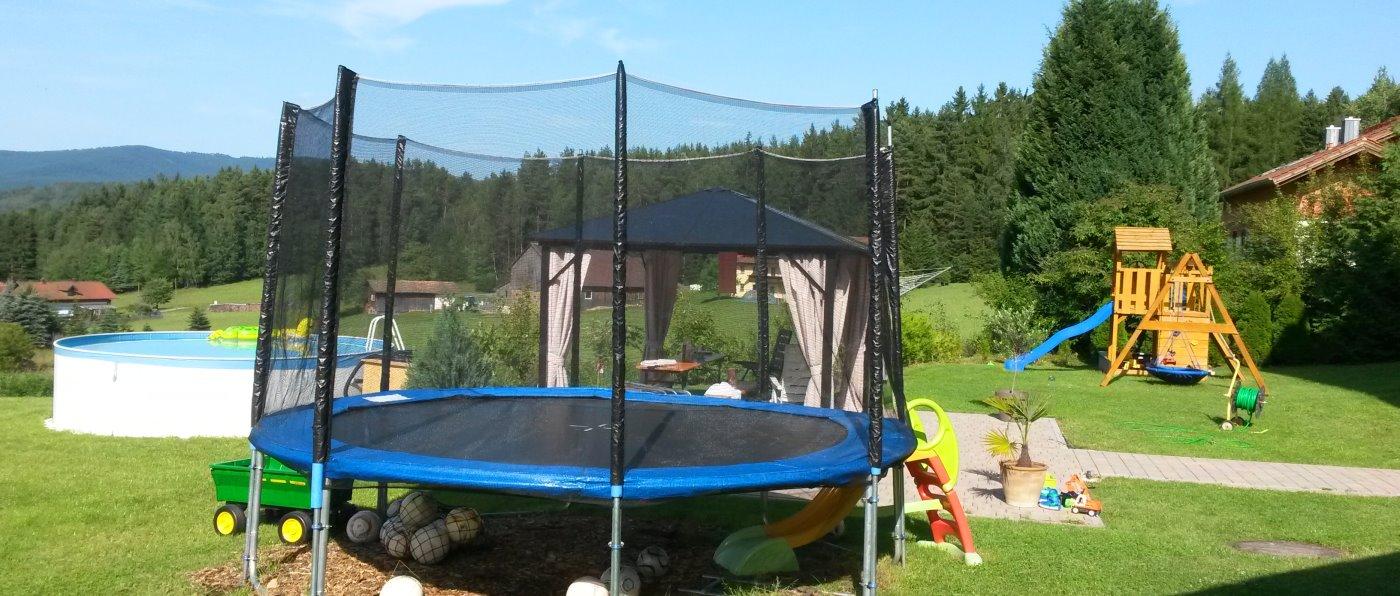 steinbeisser-ferienwohnung-arrach-kinderspielplatz-bayerischer-wald