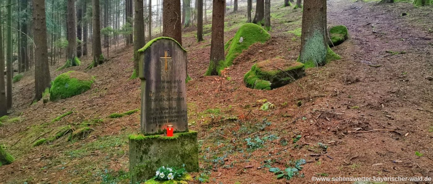 Marterl im Wald bei Süssenbach nahe der Heilig Bründl Kapelle