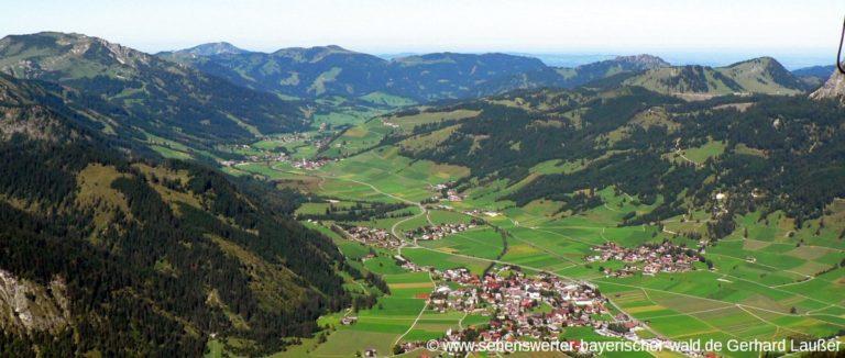 tannheimer-tal-ausfluege-talblick-vom-gipfel-neunerkoepfle-auf-tannheim-ort-1200
