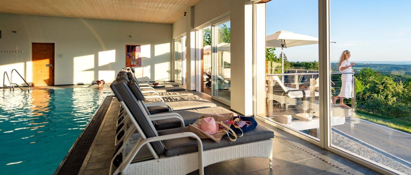 thula-niederbayern-wellnesshotel-deggendorf-schwimmbad-infinity-hallenbad