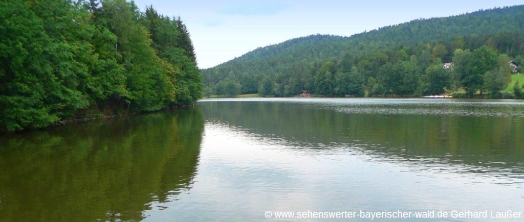 Tittling Dreiburgensee beim Museumsdorf Bayerischer Wald