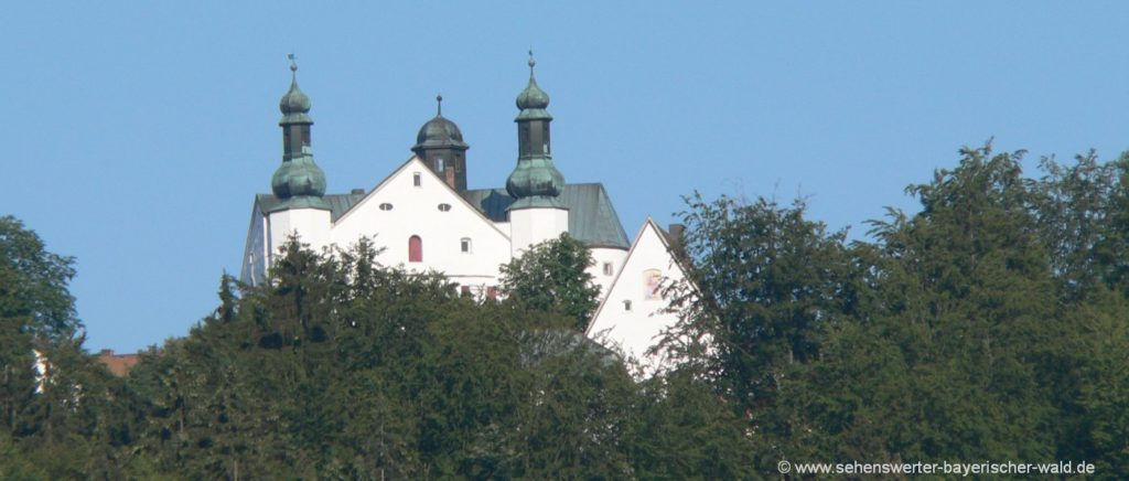 Schloss Englburg in der Nähe vom Dreiburgensee