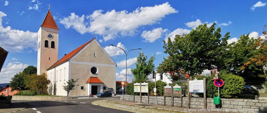 Pfarrkirche in Treffelstein Sehenswürdigkeit und Wanderwege