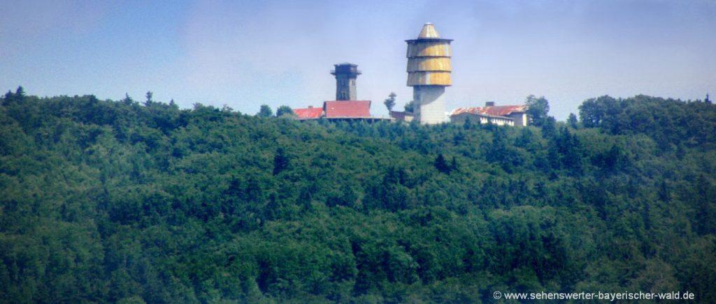 Blick von Herzogau auf den Cherkov Turm in Tschechien