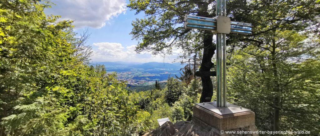 Glaskreuz am Reiseck Aussichtspunkt auf Furth im Wald