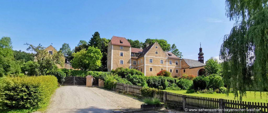 Ausflugsziele in Waffenbrunn Sehenswürdigkeiten Schloss mit Kapelle