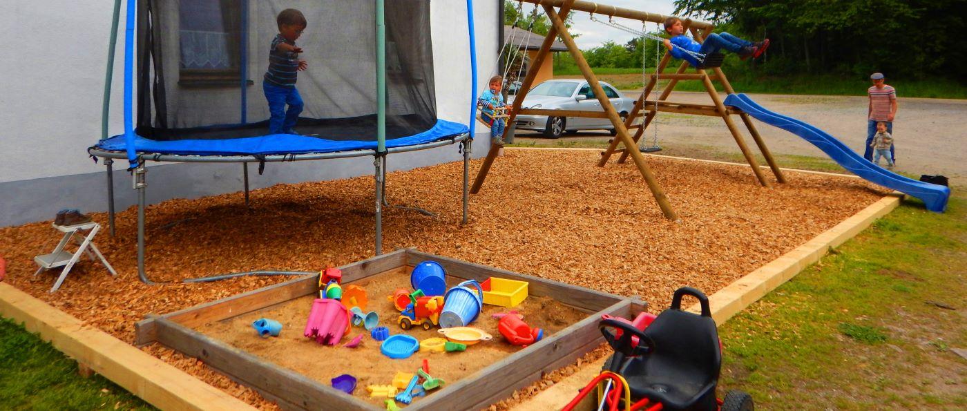 wagner-falkenstein-bauernhof-bayerischer-wald-kinderspielplatz