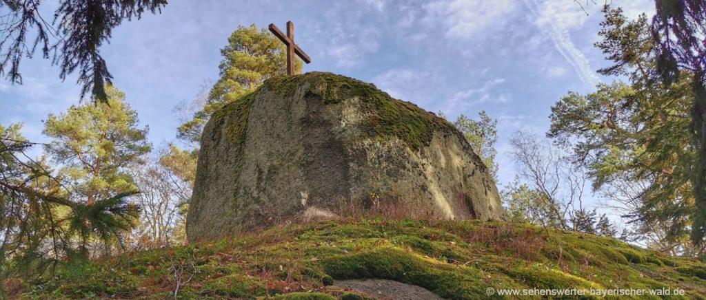 Gipfelkreuz auf dem Pfaffenstein Felsen Oberpfalz Rundweg
