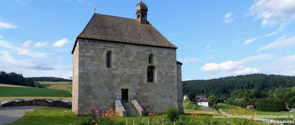 Sehenswerte Kirche St. Ägidius in Schönfeld nähe Siegenstein