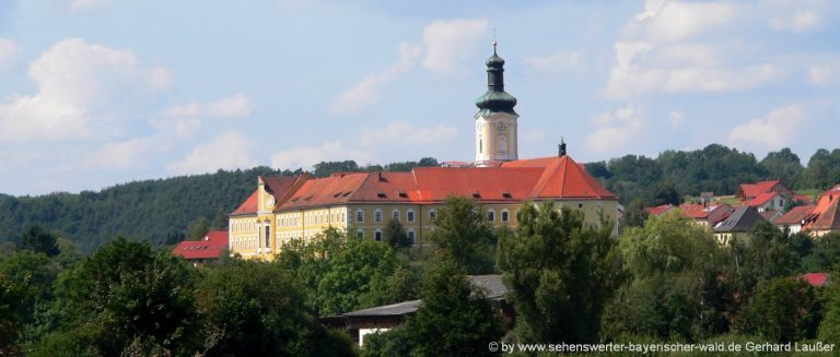 walderbach-kloster-kirche-sehneswertes-zisterzienserkloster-oberpfalz-panorama