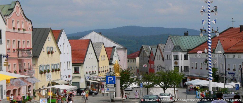 Spaziergang in Waldkirchen Marktplatz mit Kirche und Garhammer