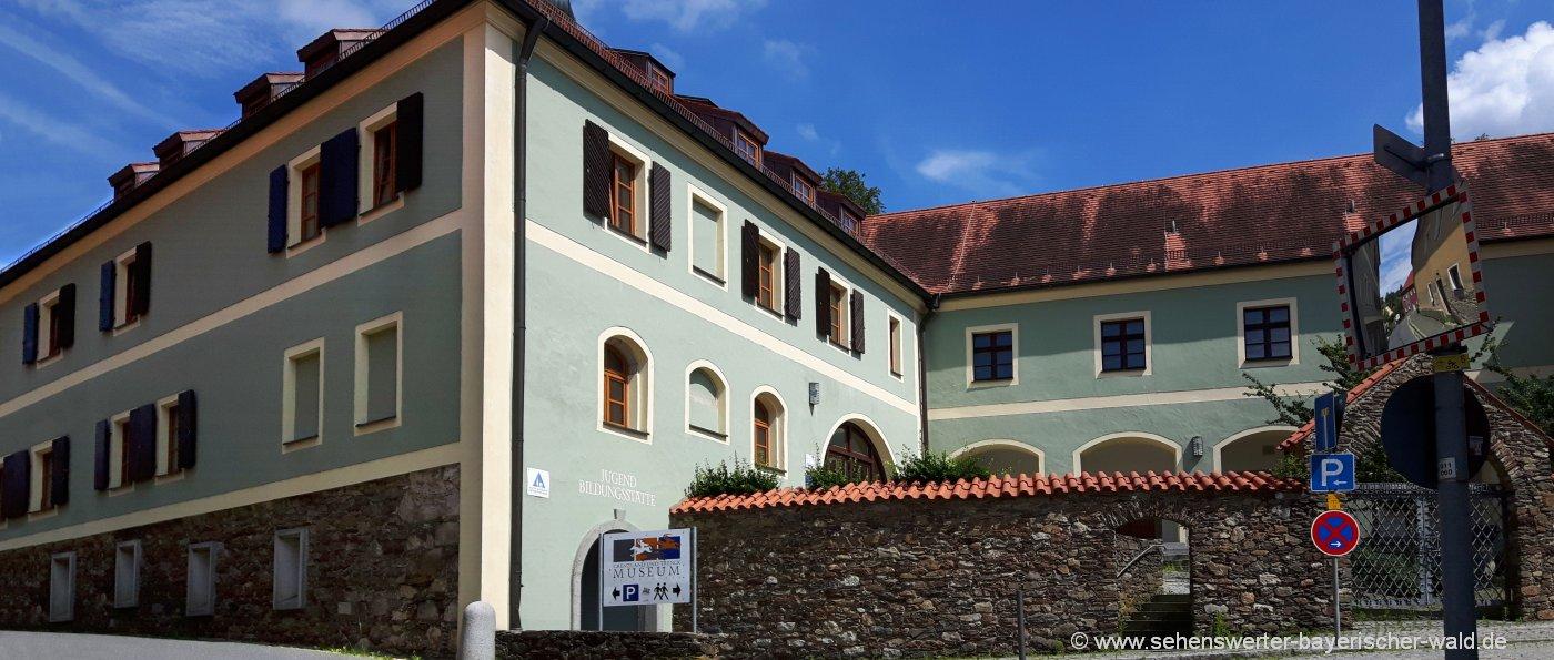 Schloss Waldmünchen Jugendherberge & Jugendbildungsstätte Oberpfalz