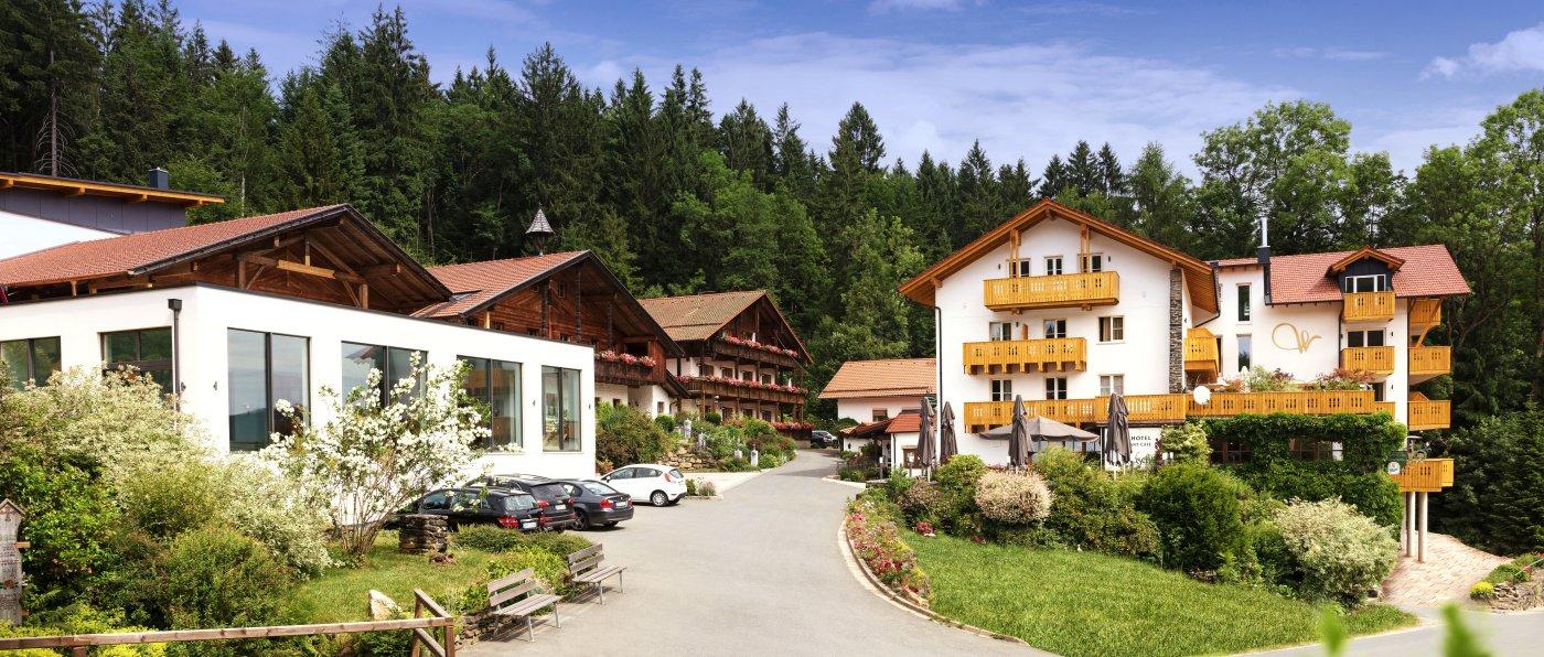 waldschlössl-neukirchen-heilig-blut-familienhotel-wellnesshotel-ansicht