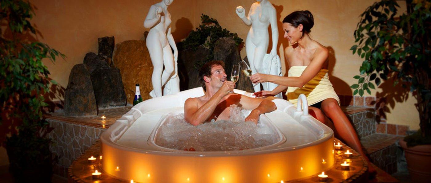 waldschlössl-wellnesshotel-neukirchen-tageswellness-lam-romantik-whirlpool