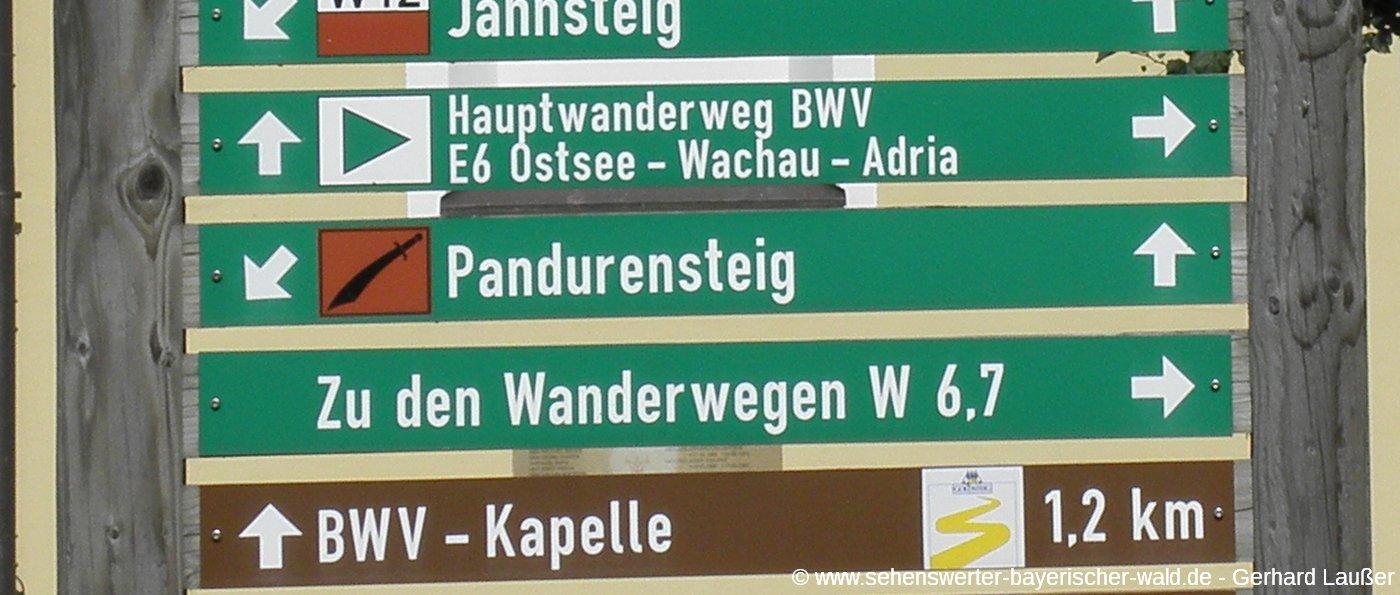 wanderweg-pandurensteig-waldmuenchen-wegweise