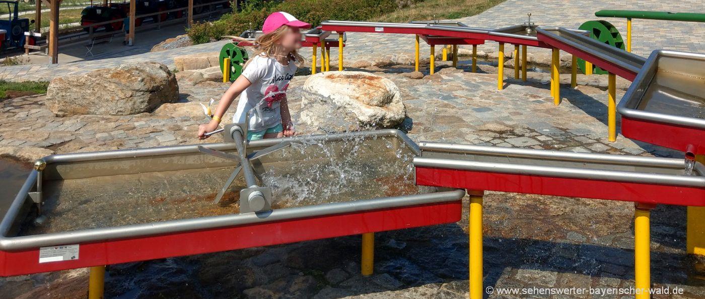 wasserspiele-bayerischer-wald-wasserspielplatz-kinder-erlebnis
