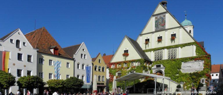 weiden-unterkunft-oberpfalz-ausflugsziele-stadtplatz-rathaus