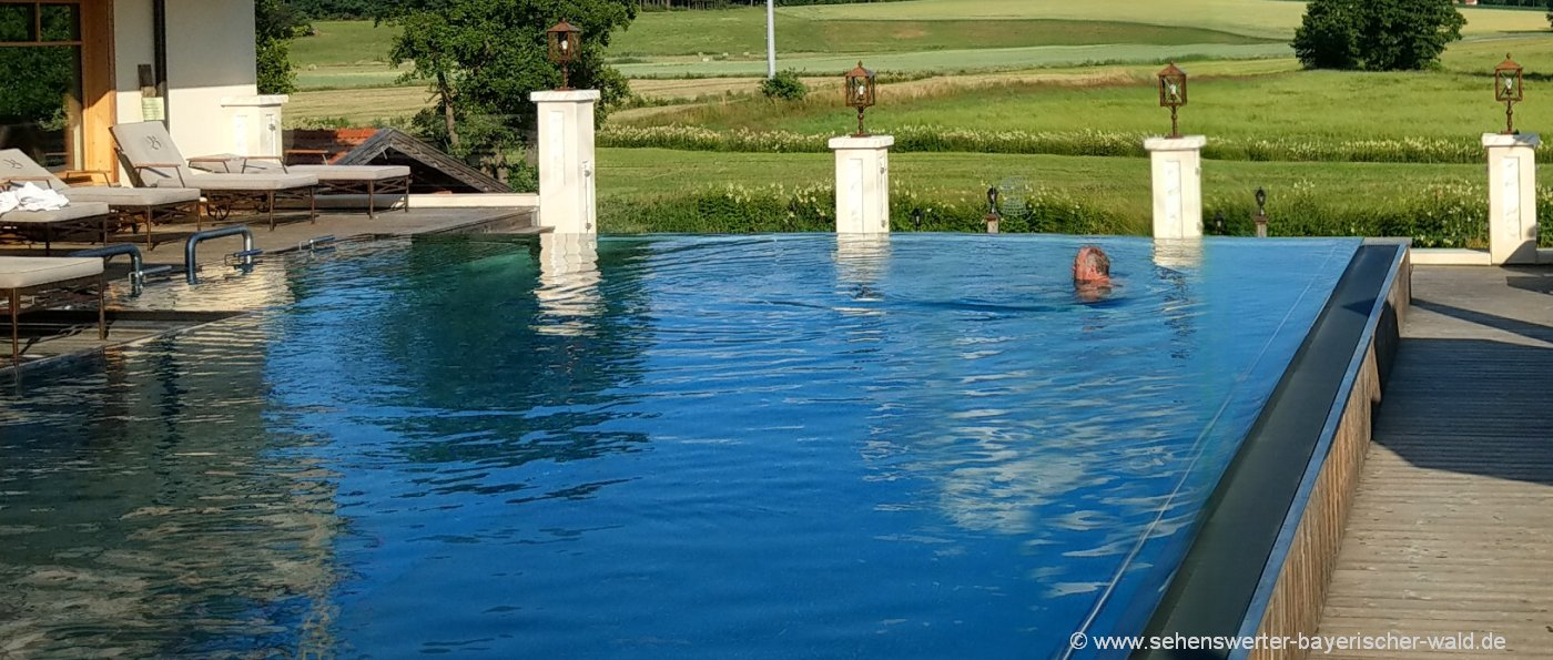 wellnessurlaub-bayerischer-wald-infinity-swimming-pool-schwimmbad