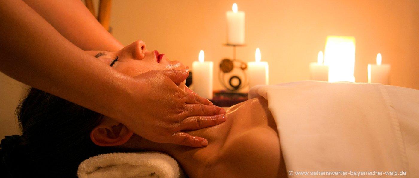 Wellnessurlaub Bayerischer Wald Wellnesshotel Massage Frau Kerzen