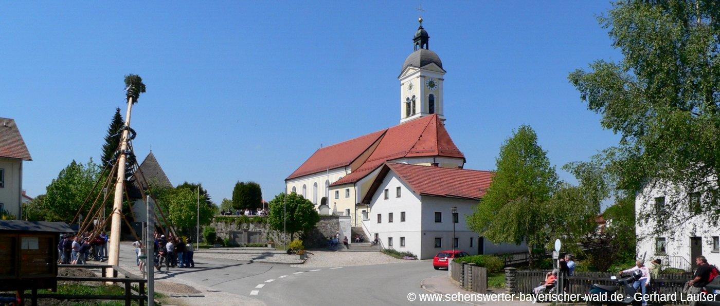 wiesenfelden-sehenswuerdigkeiten-ortschaft-kirche-panorama-1400