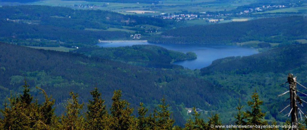 Kammwanderung Zwercheck Osser Blick zur Nyrsko Talsperre in Tschechien