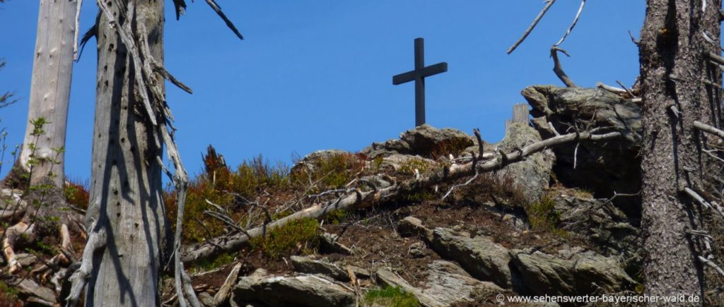 Svaroh Gipfelkreuz in Tschechien Grenzsteig Zwercheck Rundtour