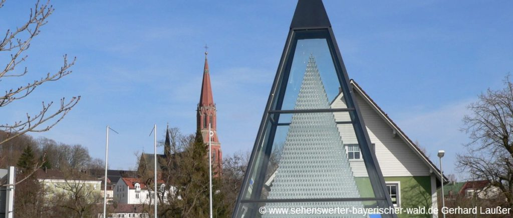 Sehenswürdigkeiten in Zwiesel Attrakionen - Kristallglaspyramide Schott